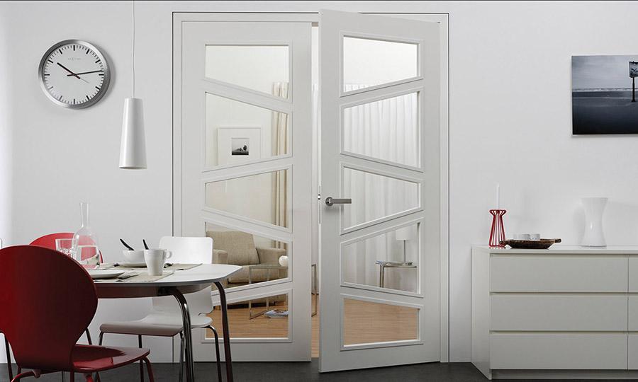 Zimmertüre mit Glasausschnitt